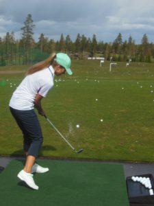 Pallo lähti lentoon myös Rosanne Parikan sisukkaalla swingillä.