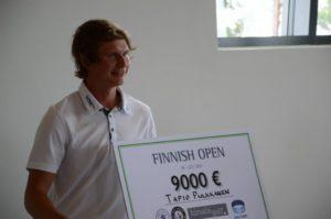 9000 euron palkintoshekki sai Nordic Leaguen rahalistaa johtavan Tapio Pulkkasen hymyilemään.